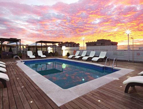 Lo que no puede faltar en el área de la piscina de un hotel